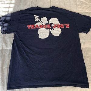 Trader Joe's Crew T-shirt Navy 🌺 (M)